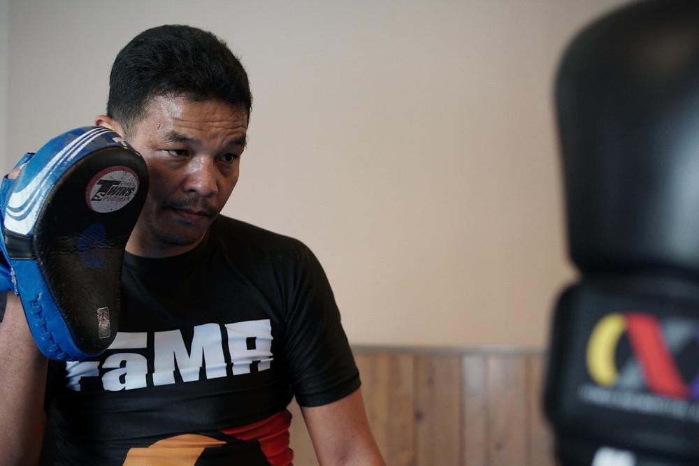 fama singapore muay thai director and instructor kru yo lamnammoon sor sumalee focus mitts punching boxing