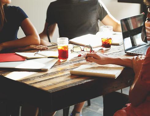 people-meeting-workspace-team-7097_edite