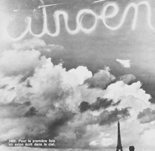 Le 12 Octobre, Citroën inscrit ses lettres dans le ciel de Paris