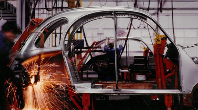 Une exposition fête la fin de production de la Citroën 2CV