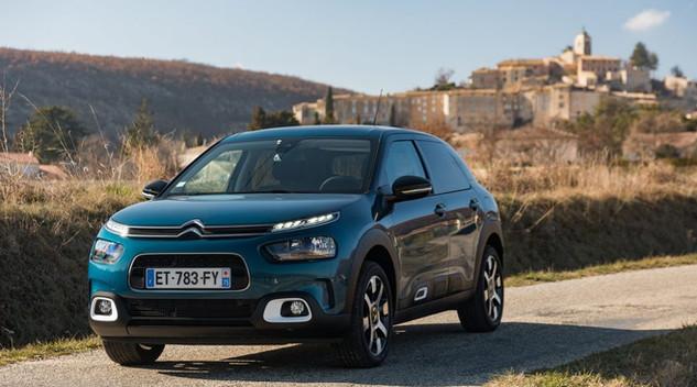Pourquoi le Citroën C4 Cactus s'est mue en berline ?