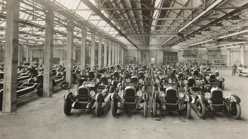 The Citroën company now has 31,000 workers and produces at a record rate in Europe of 400 cars per day.