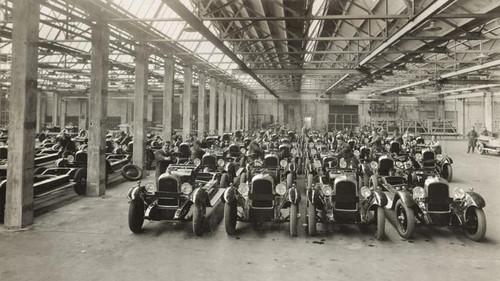 L'entreprise Citroën compte désormais 31,000 ouvriers et produit à une cadence record en Europe de 400 voitures par jour.