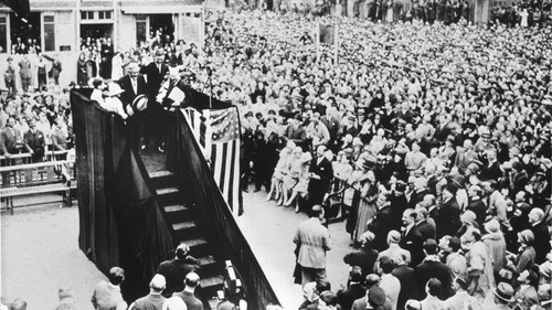 On May 21, 1927, Charles Lindbergh, who successfully completed the first transatlantic flight, visited the Citroën factory