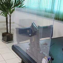 divisoria-de-acrilico-para-mesa.jpg