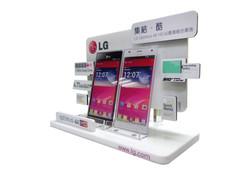 POP - LG Optimus 4x HD Dummy Stand_web02