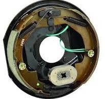 電磁ブレーキvs慣性ブレーキ(トレーラーの安全装備)