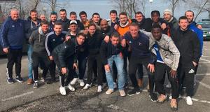 Thierry avec le staff et les joueurs lors du stage à Evian de début d'année