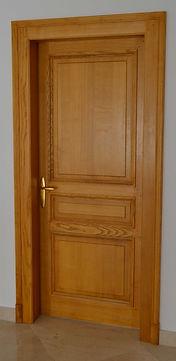 Porte intérieure à moulures grand cadre