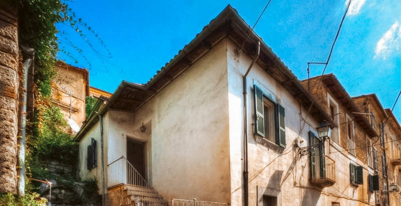 Independent house w/ walled garden in Italy for $90k