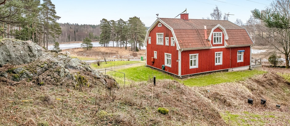 Lakeview property with 2 houses in Sweden for $151k