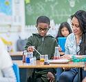 Enfants en cours de sciences