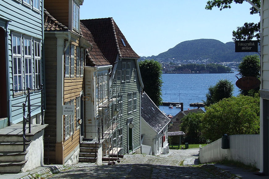 1280px-Gamle_Bergen_-_houses.jpg