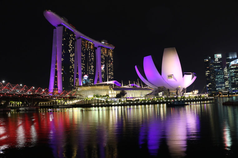 Singapore Marina Bay at night -min.JPG
