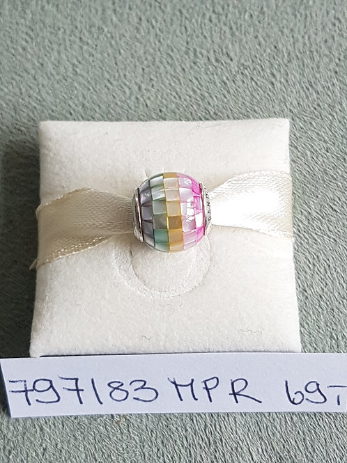 Charm 925 SterlingSilber, verziert mit regenbogenfarbigen Perlmuttplättchen
