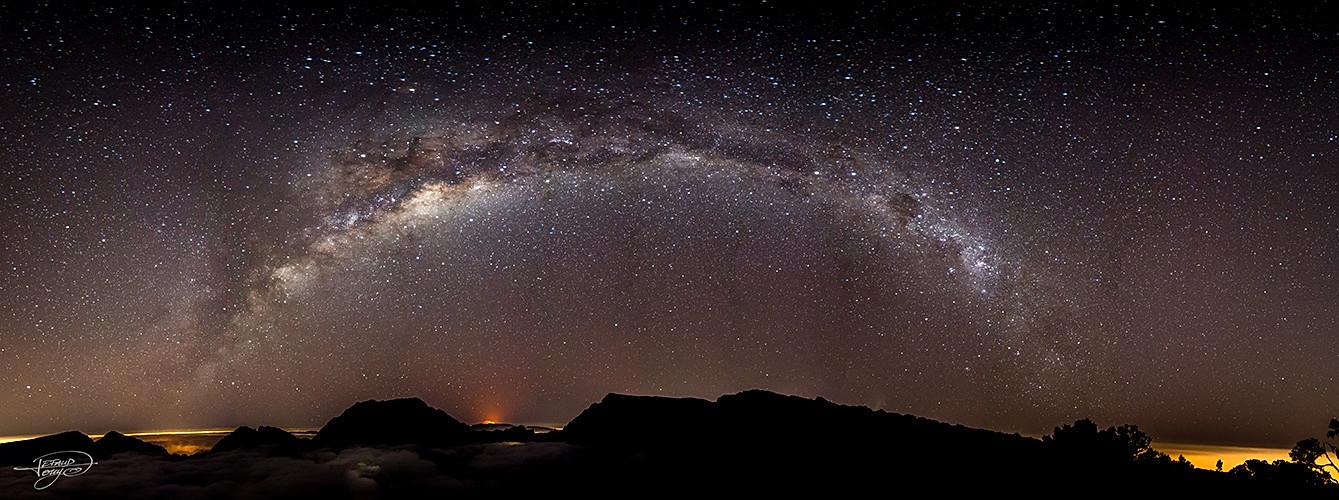 Voie Lactée avec le Volcan en éruption