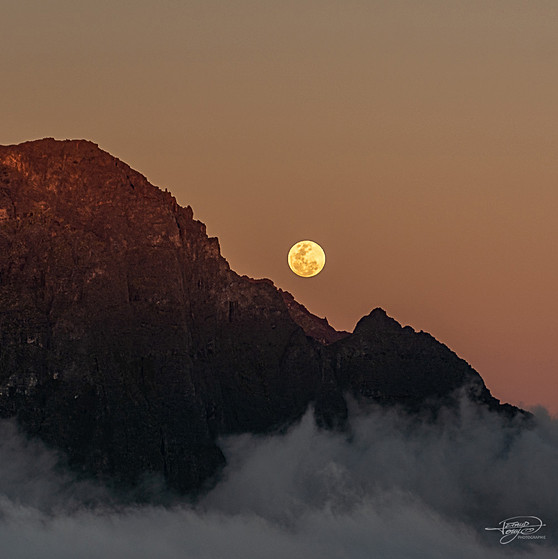 Le vée de lune sur le Piton des neiges