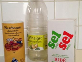 Comment déboucher une toilette avec du bicarbonate de soude et du vinaigre?