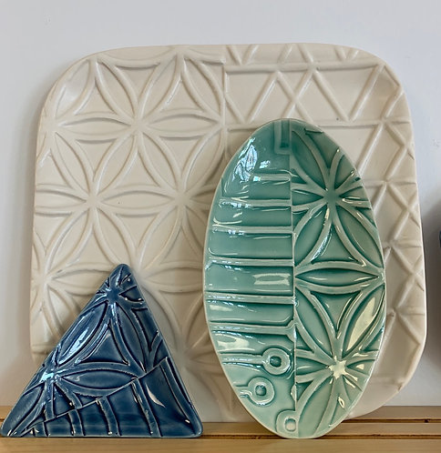 """8"""" Green Oval - Line and Dine Collection"""