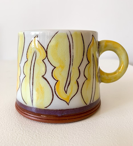 Mug with yellow palmettes