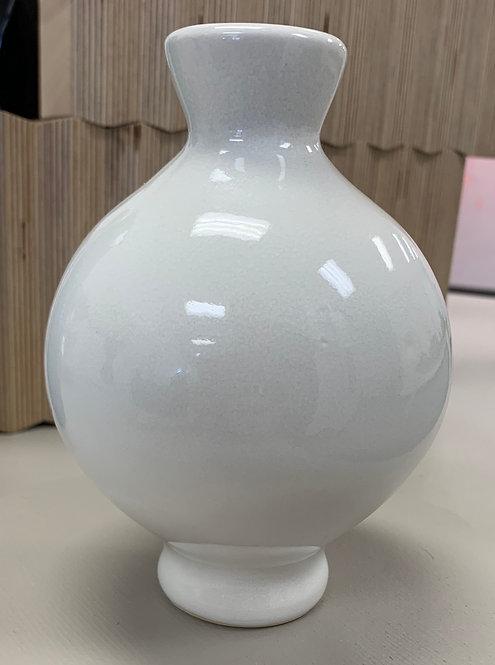 Round Vase in white
