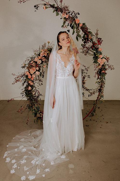 Květinové šaty s 3D krajkou a tylovou sukní