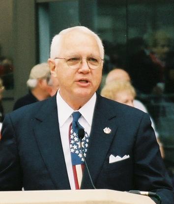 Head shot of Nick Mueller