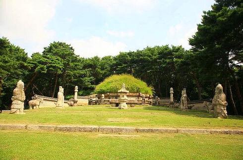Tagytravelkorea-Donggureung Tomb UESCO World heritage sites Tour