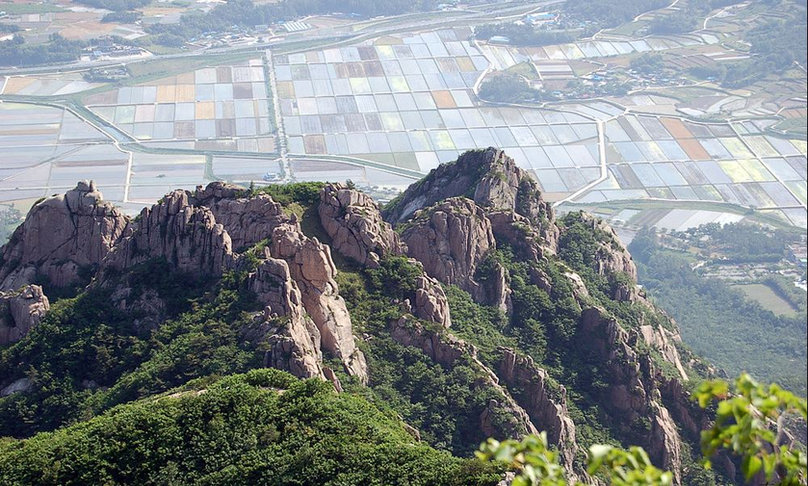 Korea private tour-Tagytravelkorea, Mt. Wolchulsan National Park  This national park is filled with special and unique rocky mountain peaks. The mountains rise dramatically from the flat farmlands of Gangjin and Yeongam counties southwest of Gwangju.
