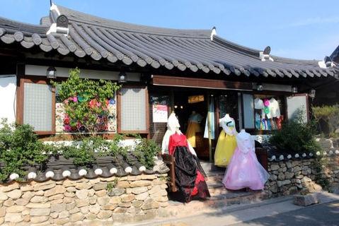 Jeonju hanbok wearing experience -Fall Foliage tour-tagytravelkorea