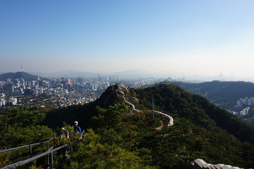 Korea private tour-Tagytravelkorea, Excursions along the Seoul city wall tour, The imposing Seoul city wall