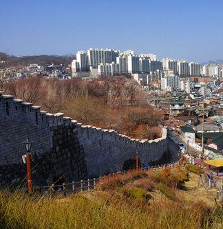 Seoul City Tour - Trekking along the Seoul Fortress Road