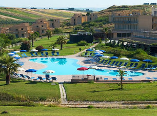 menfi beach resort piscina.jpg