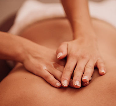 _photos_woman-getting-a-back-massage-picture-id1096645432.jpg