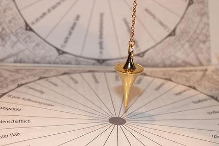 pendulum-242740_1920.jpg