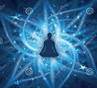 position yoga sur fond bleu