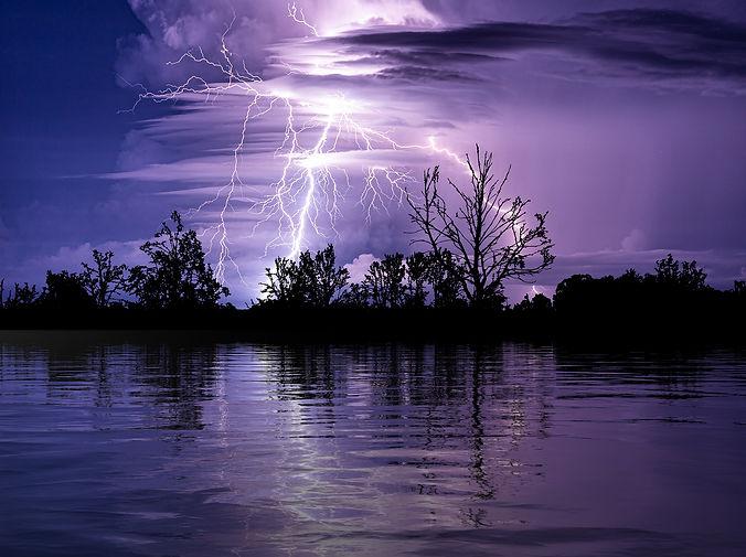 thunderstorm-6183572_1920.jpg