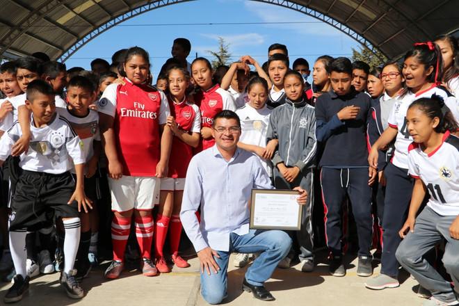Alejandro Martínez recibió un reconocimiento por el impulso al Deporte