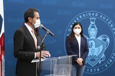 Ayuntamiento de Puebla dona ambulancia a la BUAP para fortalecer atención de la salud