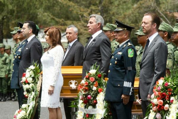 Los tres órdenes de gobierno rinden homenaje a militares caídos en Palmarito