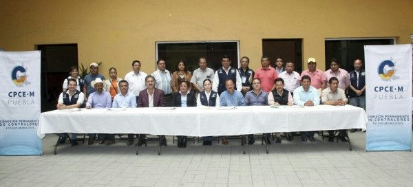 Impulsa gobierno de Tony Gali, reunión regional de contralores en la Sierra Nororiental