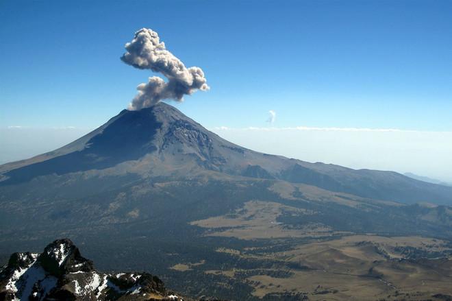 Monitoreo permanente reporta actividad estable en el Popocatépetl