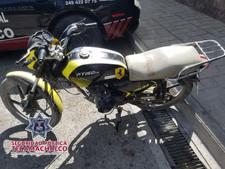TRAS PERSECUCIÓN, POLICÍA DE TECAMACHALCO RECUPERA MOTOCICLETA; HAY DOS DETENIDOS QUE PORTABAN ARMAS