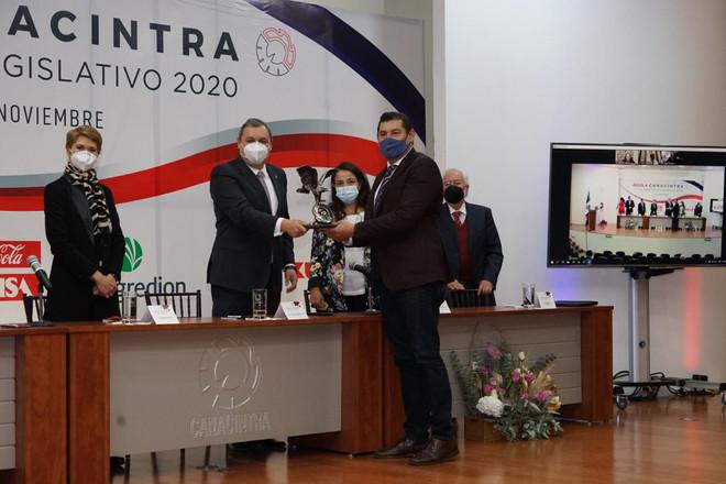 Recibió el Senador Alejandro Armenta la Presea Águila Canacintra al Mérito Legislativo 2020