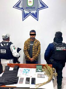 POLICÍAS DE QUECHOLAC CAPTURAN A NARCO MENUDISTA DEL MUSTANG.
