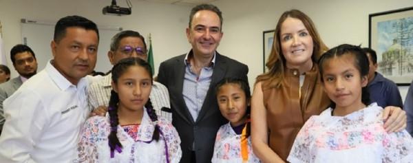 Entrega Voluntariado de la SFA apoyos para rehabilitar albergues indígenas