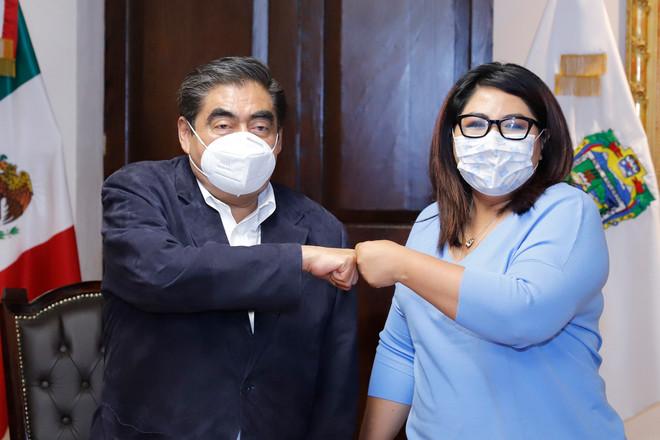 Se reúne el Gobernador Miguel Barbosa y Genoveva Huerta para generar un ambiente de gobernabilidad.
