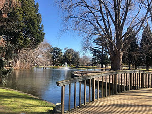 melbourne-caulfield-park-lake-bridge.jpg