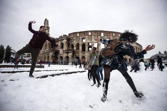 Европу засыпало снегом и накрыло морозом