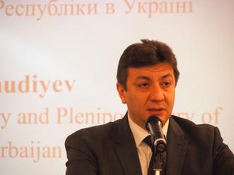 Тяжелый мир:  опыт Азербайджана для Украины